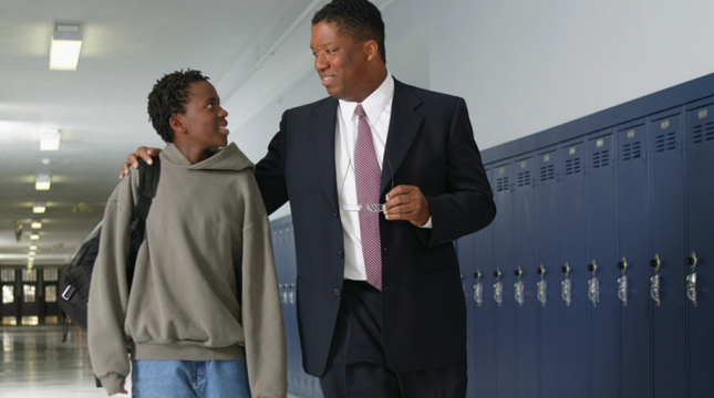 Supporting Principals' Learning: Key Features of Effective Programs